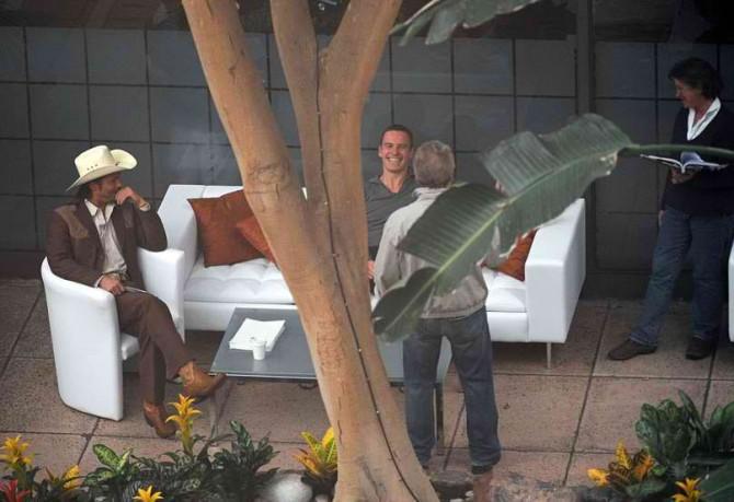 Брэд Питт и Майкл Фассбендер на съемках фильма.